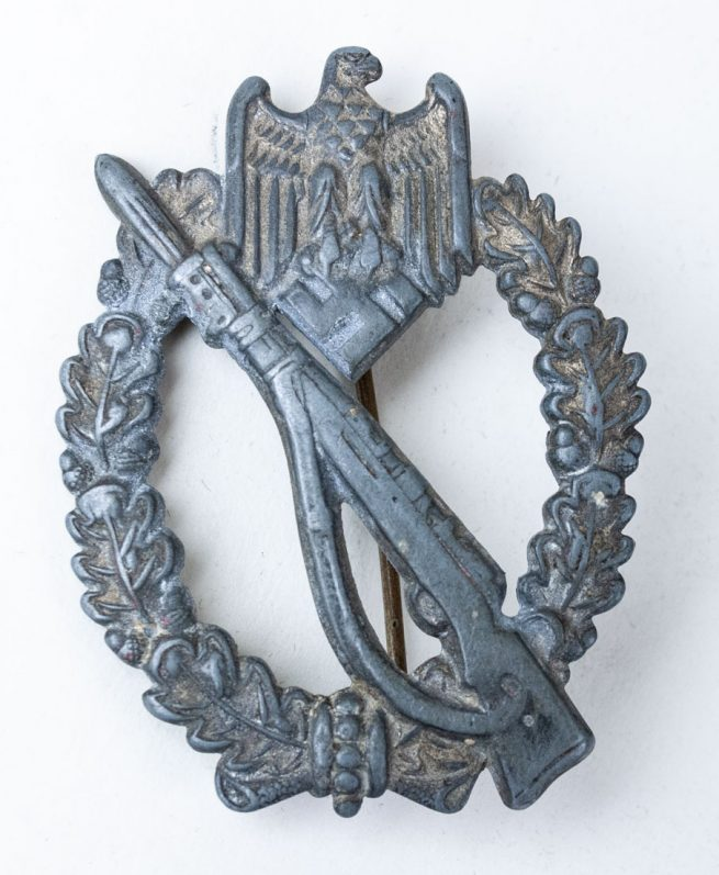 Infantry Assault Badge (ISA - Infanterie Sturmmabzeichen/ IAB Infantry Assault Badge) maker BSW (Brüder Schneider),