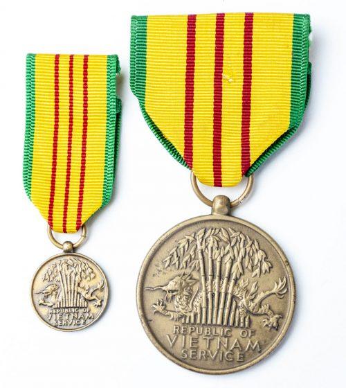 Vietnam medal + miniature