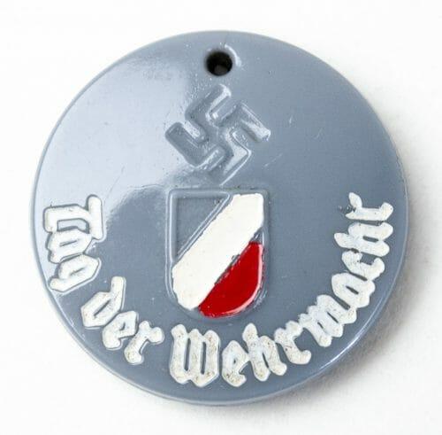 Tag der Wehrmacht abzeichen (glass badge).