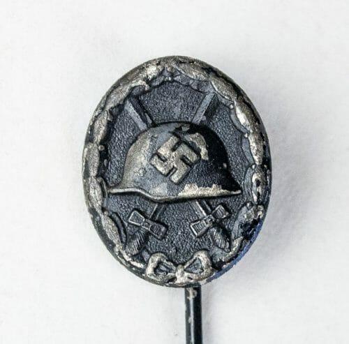 Woundbadge (verwundetenabzeichen - VWA) in black miniature stickpin