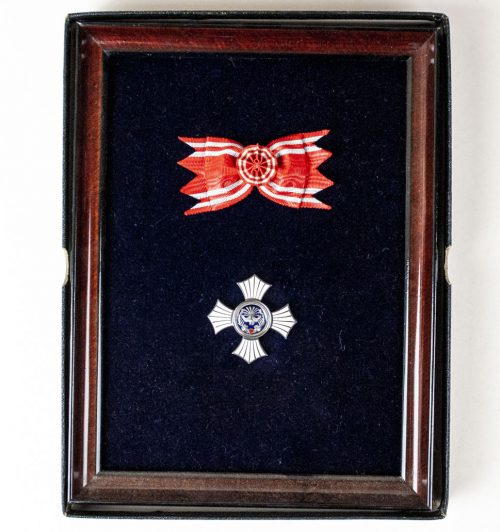 Japanese Red Cross Corporate Presentation Honor medalframe + case