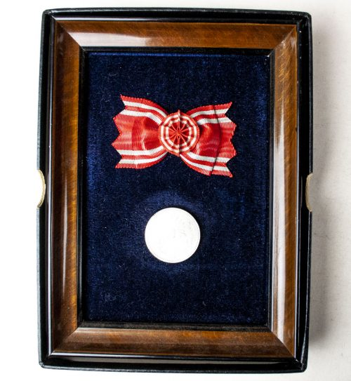 Japanese Red Cross Corporate Presentation medalframe + case