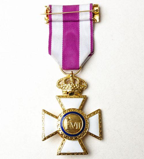 Medalla Premio a la Constancia Militar, Metal Dorado,Esmaltes,Corona Articulada