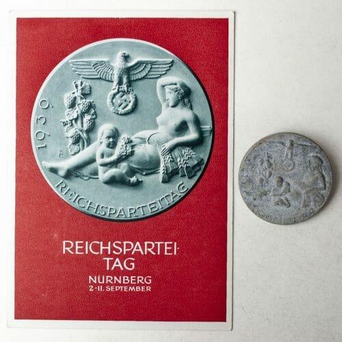 Reichsparteitag 19139 Nürnberg postcard and abzeichen/badge