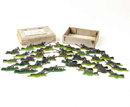 World War I German tin toy soldiers (I.R.3 liegend - Infantry Regiment) 37 pieces in original box