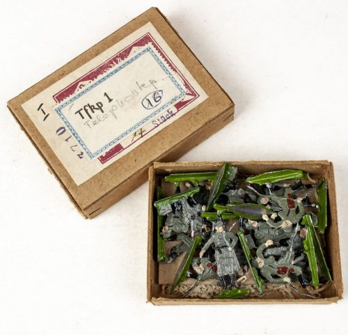 World War I German tin toy soldiers (TFKP 1 - Telefon Kompanie) 17 pieces in original box
