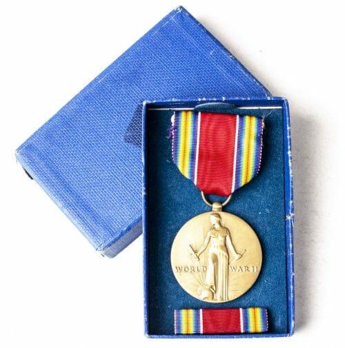USA World War II Victory medal + case WW2 + ribbon