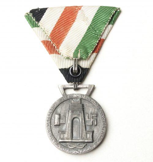 Italienische Feldzug in Afrika medaille on Austrian ribbon style mount