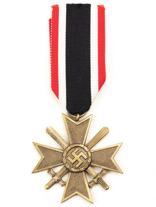 Kriegsverdienstkreuz (KVK) mit Schwerter / War Merit Cross with Swords + bag (by maker Frank & Reif)