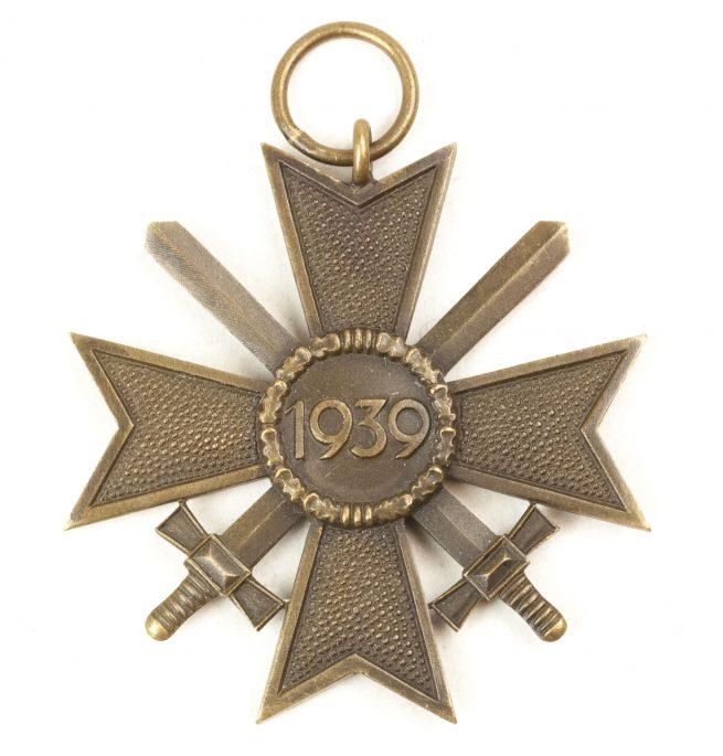 Kriegsverdienstkreuz mit Schwerter (KVK) / War Merit Cross with Swords (maker Gebrüder Bender)