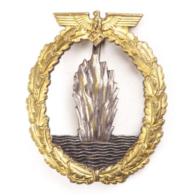 WWII German Minensucher in buntmetal (Minesweeper tombac badge) maker Otto Schickle