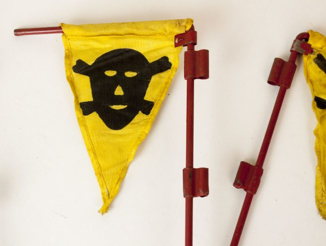 WWII German Pioniere Gas Mine warning flag set including rare late war pouch