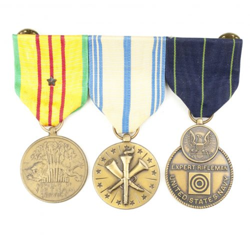USA medalbar with Vietnam service medal, Amed Forces Reservemedal and Rifleman medal