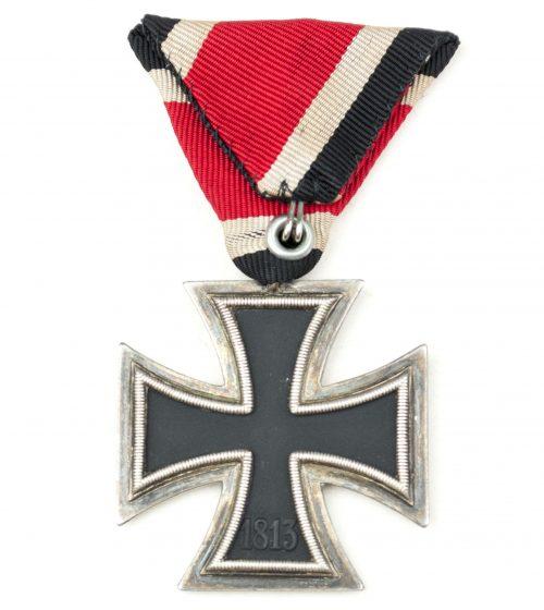 Iron Cross Austrian mount on trifold ribbon, unmarked maker 24 (Arbeitsgemeinschaft der Hanauer Plakettenhersteller, Hanau am Main)