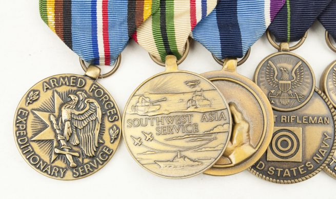 USA medalbar with Armed Forces Expeditionary service medal, Southwest Asia service medal, Humanitarian service medal, Expert Rifleman, Expert Pistol shot medal