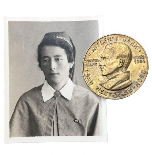 Hitlers Dank brooch + photo brooch in wear