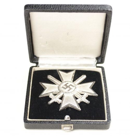 "Kriegsverdienstkreuz (KVK) / War Merit Cross + etui (maker ""43"" Julius Bauer & Söhne from Zella-Mehlis)"