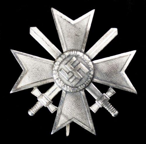 Kriegverdienstkreuz 1e Klasse (KVK) / War Merit Cross first class (maker Deumer)