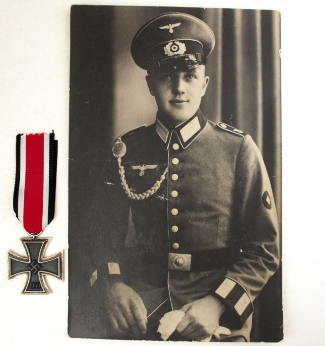 Large photo of a Wehrmacht (Heer) soldier with Schützenschnur