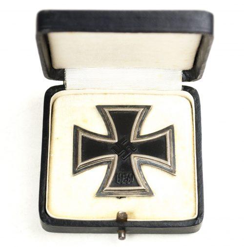 "WWII Eisernes Kreuz / Iron Cross (Ek1) + etui (maker ""26"")"