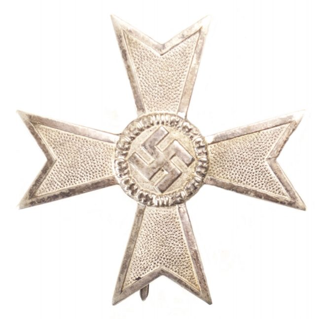 "Kriegsverdienstkreuz 1. Klasse (KVK1) / War Merit Cross First Class (maker ""62"" Kerbach & Oesterhelt)"