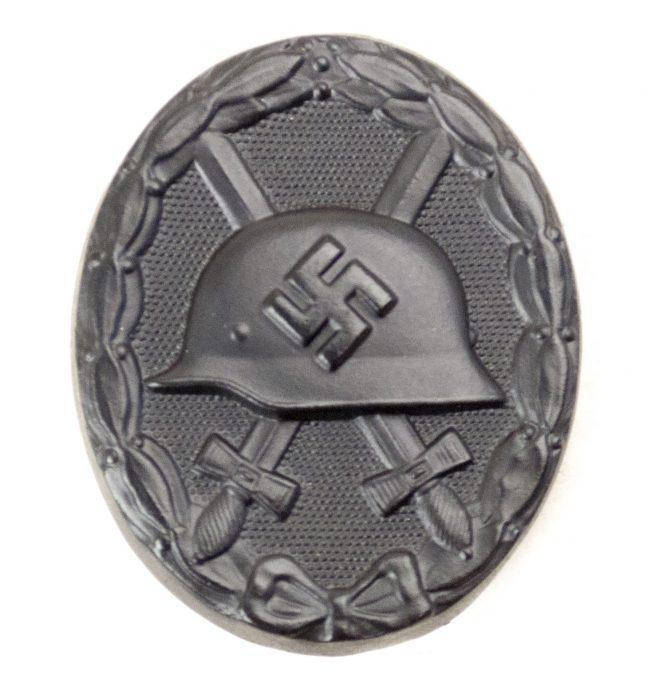 Verwundetenabzeichen im Schwarz (VWA) / Black woundbadge + LDO case (maker L/11 Wilhelm Deumer)