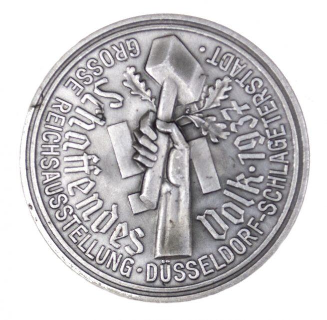 Grosse Reichsausstellung Düsseldorf Schlageterstadt Schaffendes Volk 1937 abzeichen