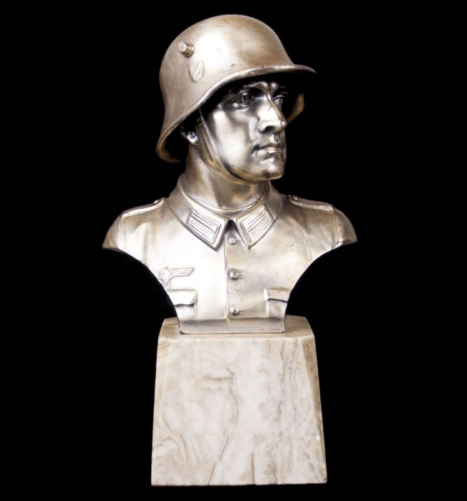 Wehrmacht (heer) Soldier bust on marble base