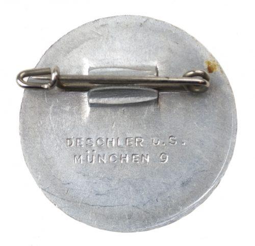 Hitler W.H.W 1935-36 abzeichen (maker Deschler)