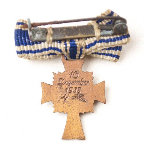 Miniature Mutterkreuz bronze