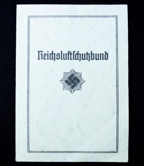 Reichsluftschutzbund Mitgliedsausweis (1940) + RLB brochure