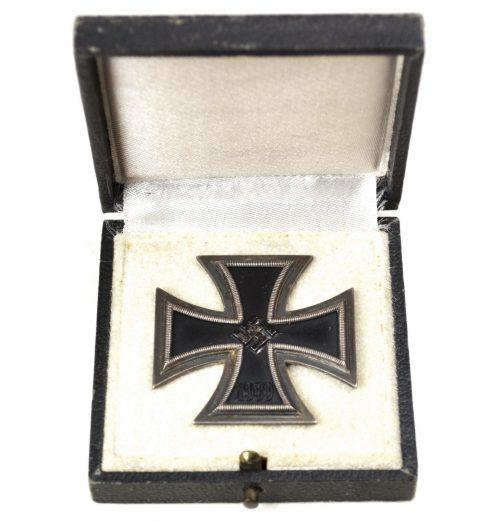 "WWII Iron Cross First Class (EK1) / Eisernes Kreuz Erste Klasse + etui (maker ""100"")"