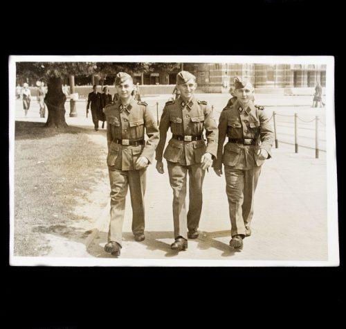 SS Group-photo Arnhem - H. N. Adriaanse Film-Foto Bureau Statenlaan 7 Arnhem
