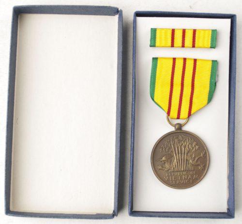 USA Vietnam medal+ case + ribbon
