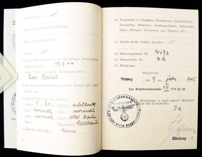 Deutsches Rotes Kreuz (DRK) Verwendungsbuch DRK-Helferin group