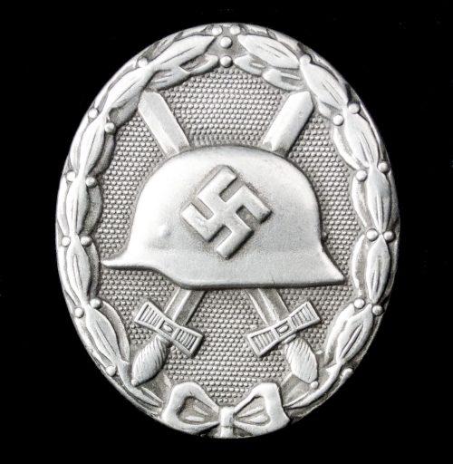 German woundbadge in Silver (VWA Verwundetenabzeichen) maker Eugen Schmidthausser