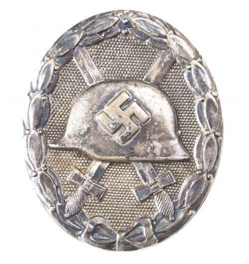 German woundbadge in Silver (VWA Verwundetenabzeichen) maker Hauptmunzamt Wien
