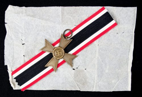 "Kriegsverdienstkreuz 2. Klasse ohne Schwertern / War Merit Cross 2nd Class without Swords + packingpaper (maker ""1"" Deschler)"