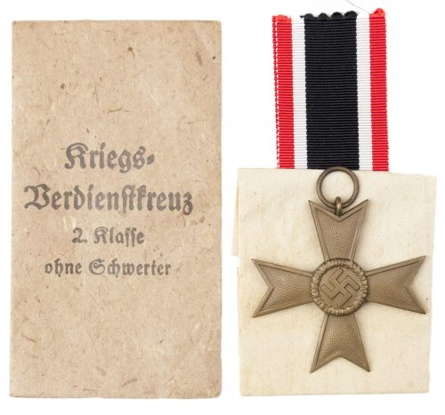 "Kriegsverdienstkreuz 2. Klasse ohne Schwertern und Tüte / War Merit Cross 2nd Class without Swords and Bag (maker ""1"" Deschler)"