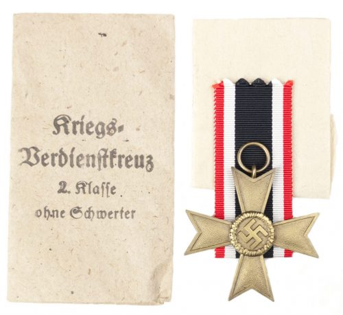 Kriegsverdienstkreuz 2. Klasse ohne Schwertern und Tüte / War Merit Cross 2nd Class without Swords and Bag (maker Julius Maurer).