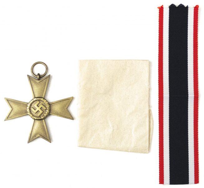 Kriegsverdienstkreuz 2. Klasse ohne Schwertern und Tüte / War Merit Cross 2nd Class without Swords and Bag (maker Julius Maurer).