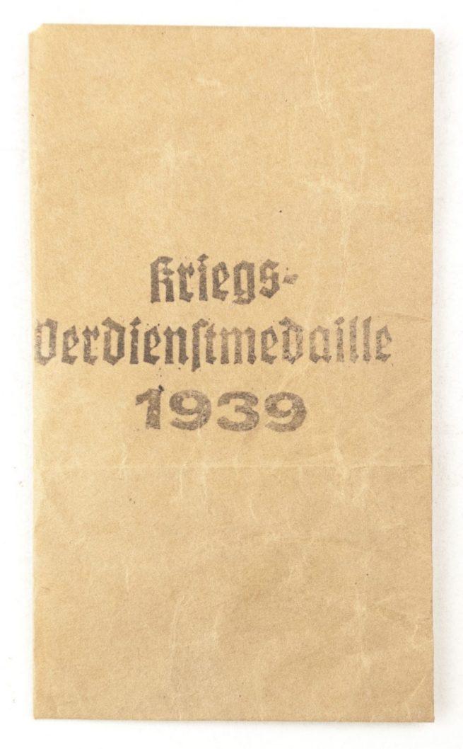Kriegsverdienstmedaille 1939 / War Merit medal+ bag (maker Heinrich Vogl)