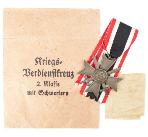 This is a Kriegsverdienstkreuz 2. Klasse mit Schwertern und Tüte / War Merit Cross 2nd Class with Swords and Bag (maker Emil Herrmann)
