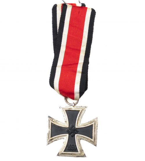 "WWII Iron Cross second Class (EK2) / Eisernes Kreuz Zweite Klasse (maker ""13"" Gustav Brehmer)"