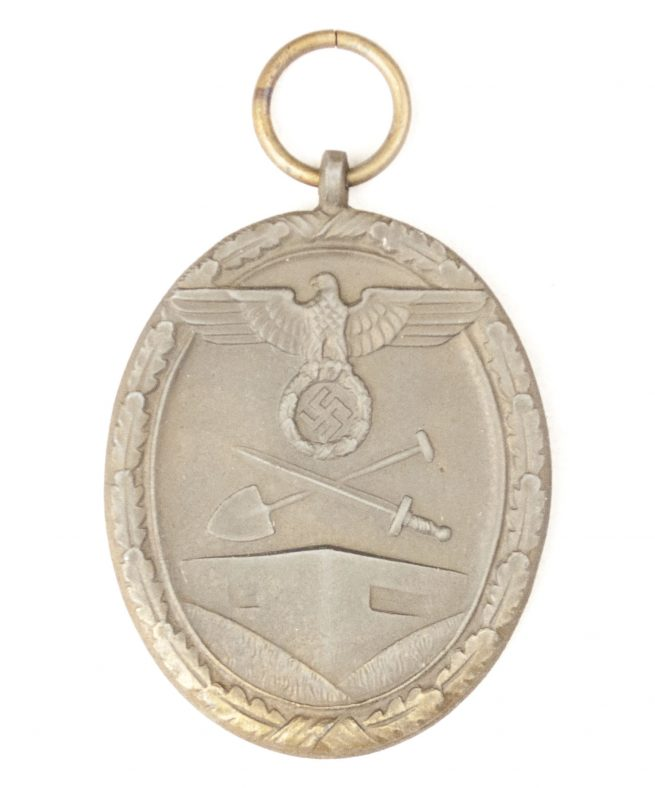 Westwall / Schutzwall medal with bag by maker Carl Poellath from Schrobenhausen
