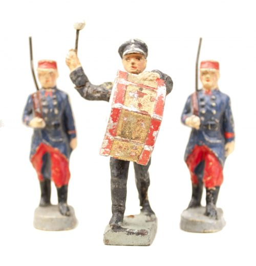 "Elastolin group of 3 ""army"" toyfigures"