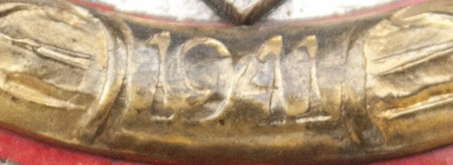 """Deutsches Kreuz in Gold (DKIG) in case by maker """"20"""" (Zimmermann)"""