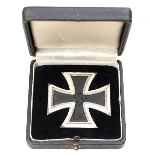 Eisernes Kreuz Erste Klasse (EK1) Iron Cross First Class with extremely rare Deumer case!
