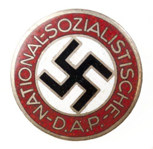 NSDAP Parteiabzeichen RZM M1105 (maker Hermann Aurich)