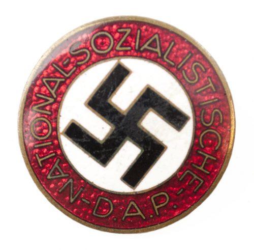 NSDAP Parteiabzeichen RZM M1120 (maker Wilhelm Deumer)